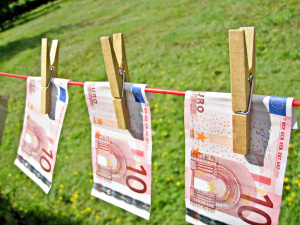 geldwc3a4_images_money_money_laundering-euros_flickr